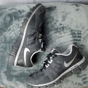 NIKE DUAL FUSION ST2 BLACK AND SILVER